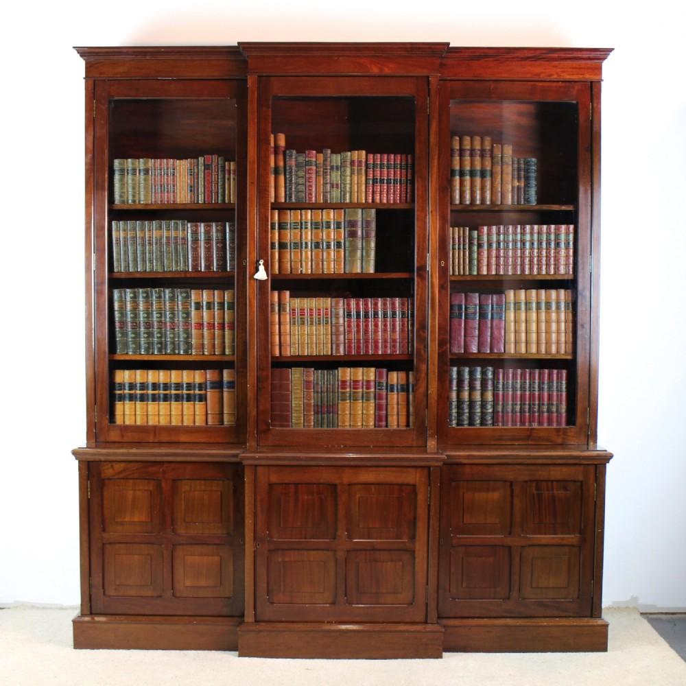 Antique Bookshelves: VICTORIAN MAHOGANY BREAKFRONT LIBRARY BOOKCASE