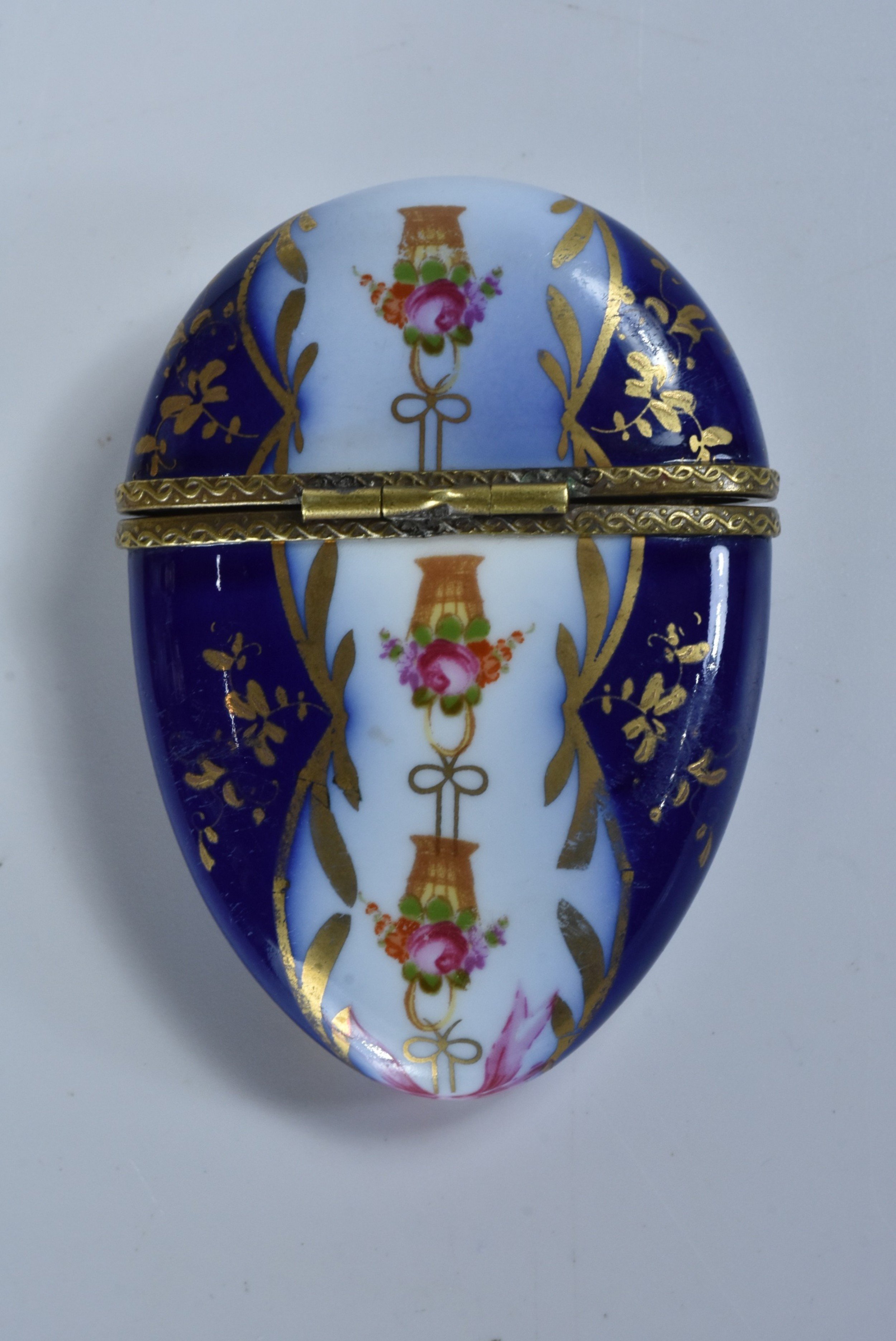 19thcentury flat eggshaped trinket box