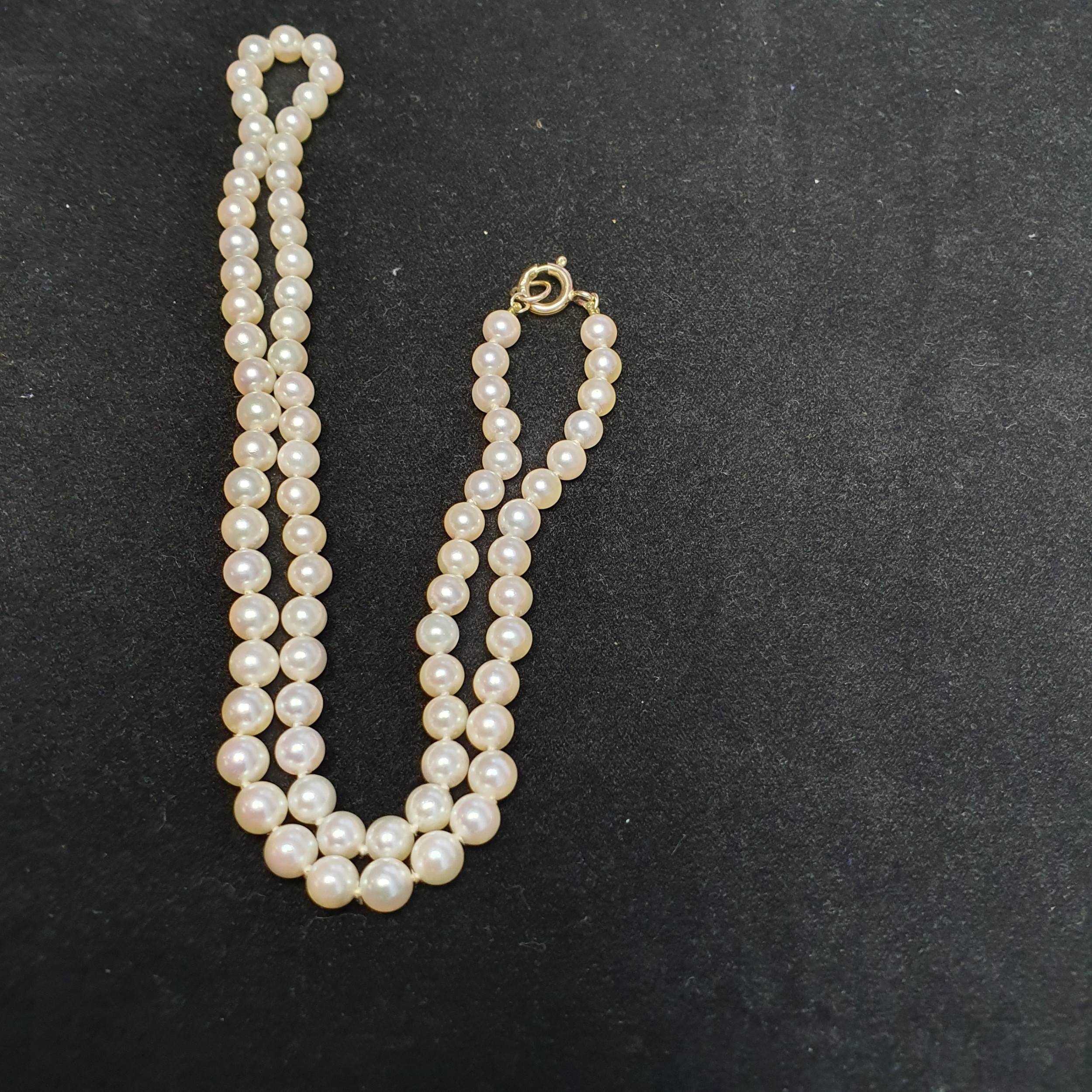 pretty cultured 46 cm pearl necklace with 9ct gold clasp