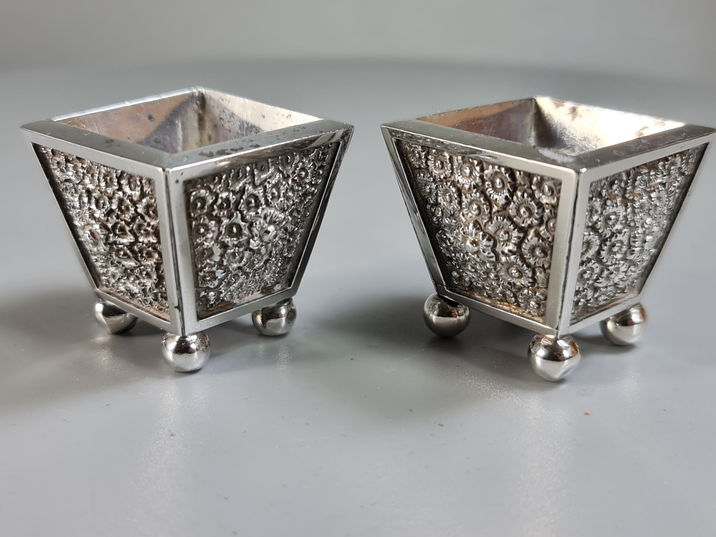 fine heavy pair of anglo indian silver salts c1900