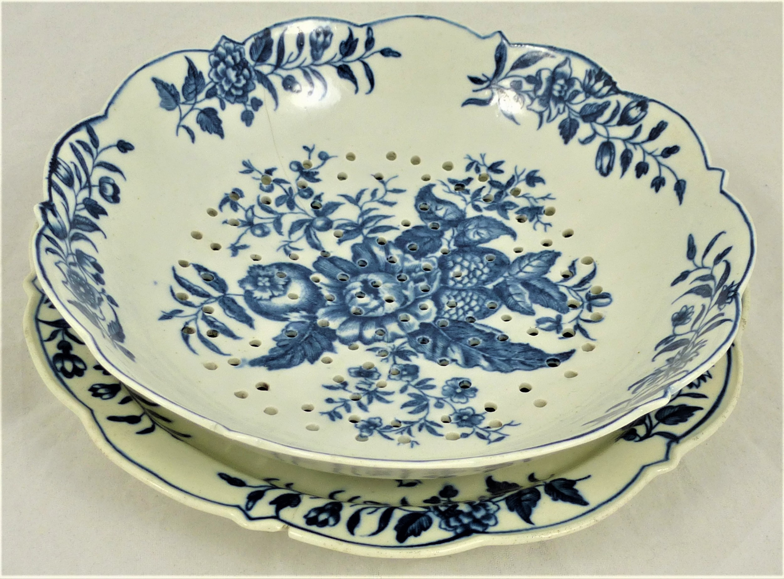 18th century worcester strawberry dish and stand
