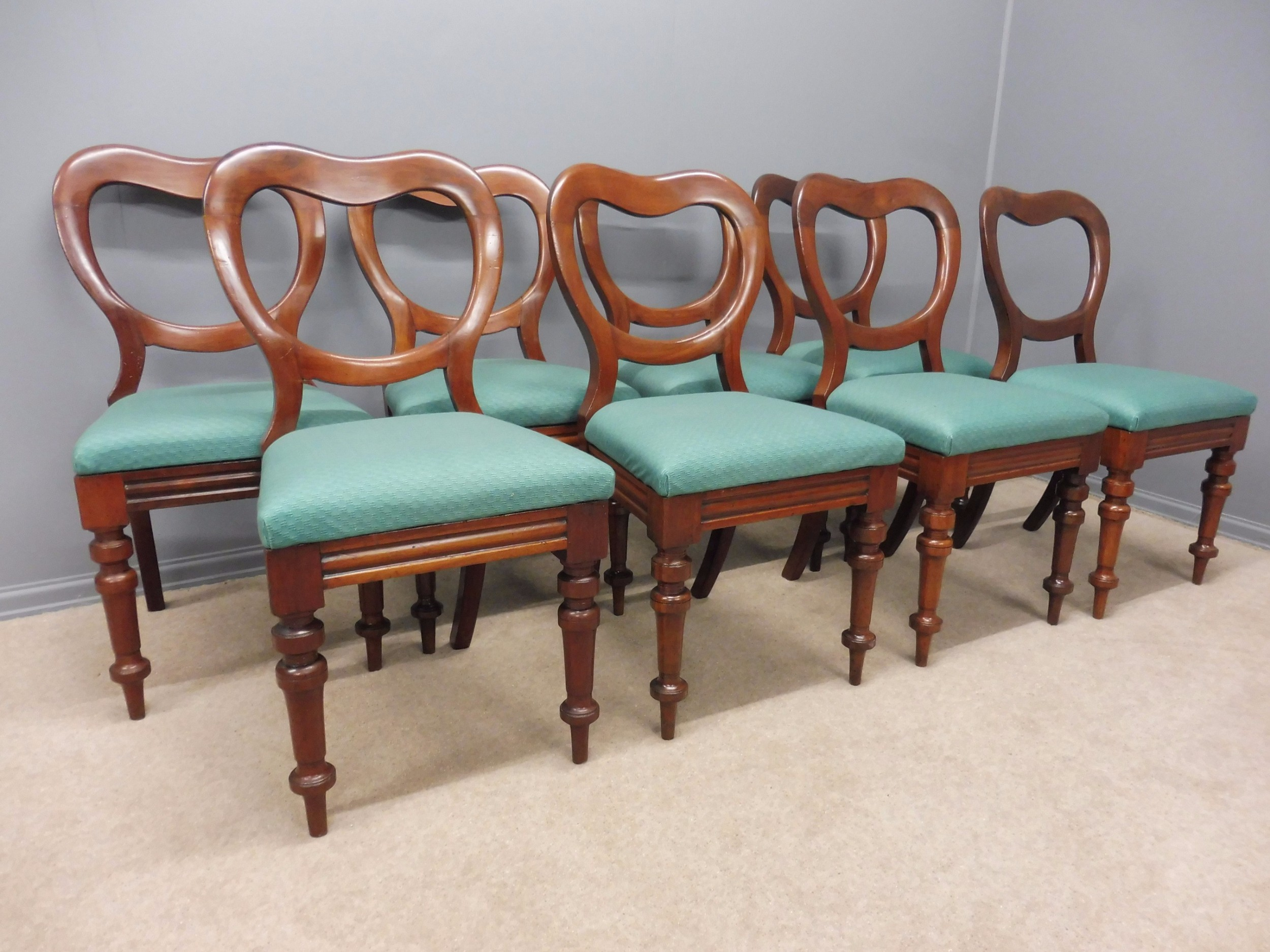 Set Of 8 Heart Shape Victorian Mahogany Balloon Back Dining Chairs Circa  1860