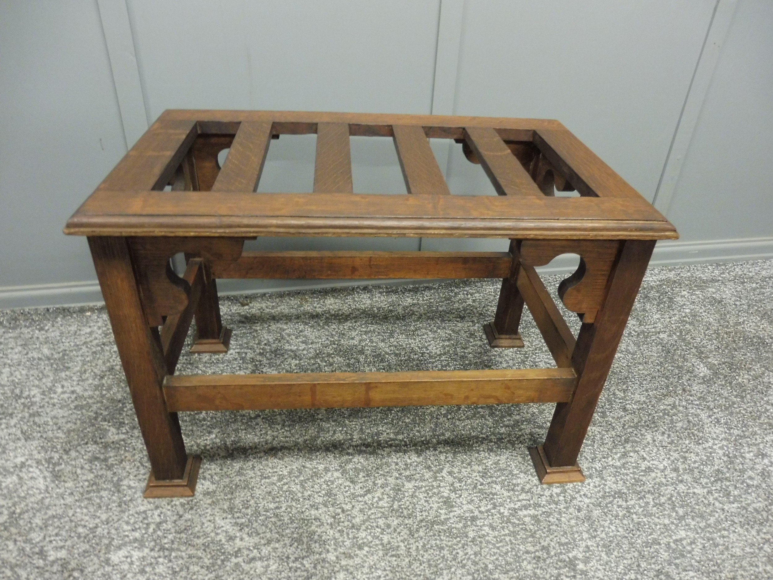 oak arts and crafts luggage stand