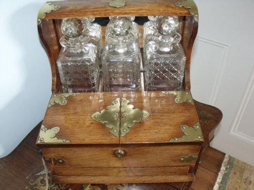 very good victorian oak tantalus and games box 69180. Black Bedroom Furniture Sets. Home Design Ideas
