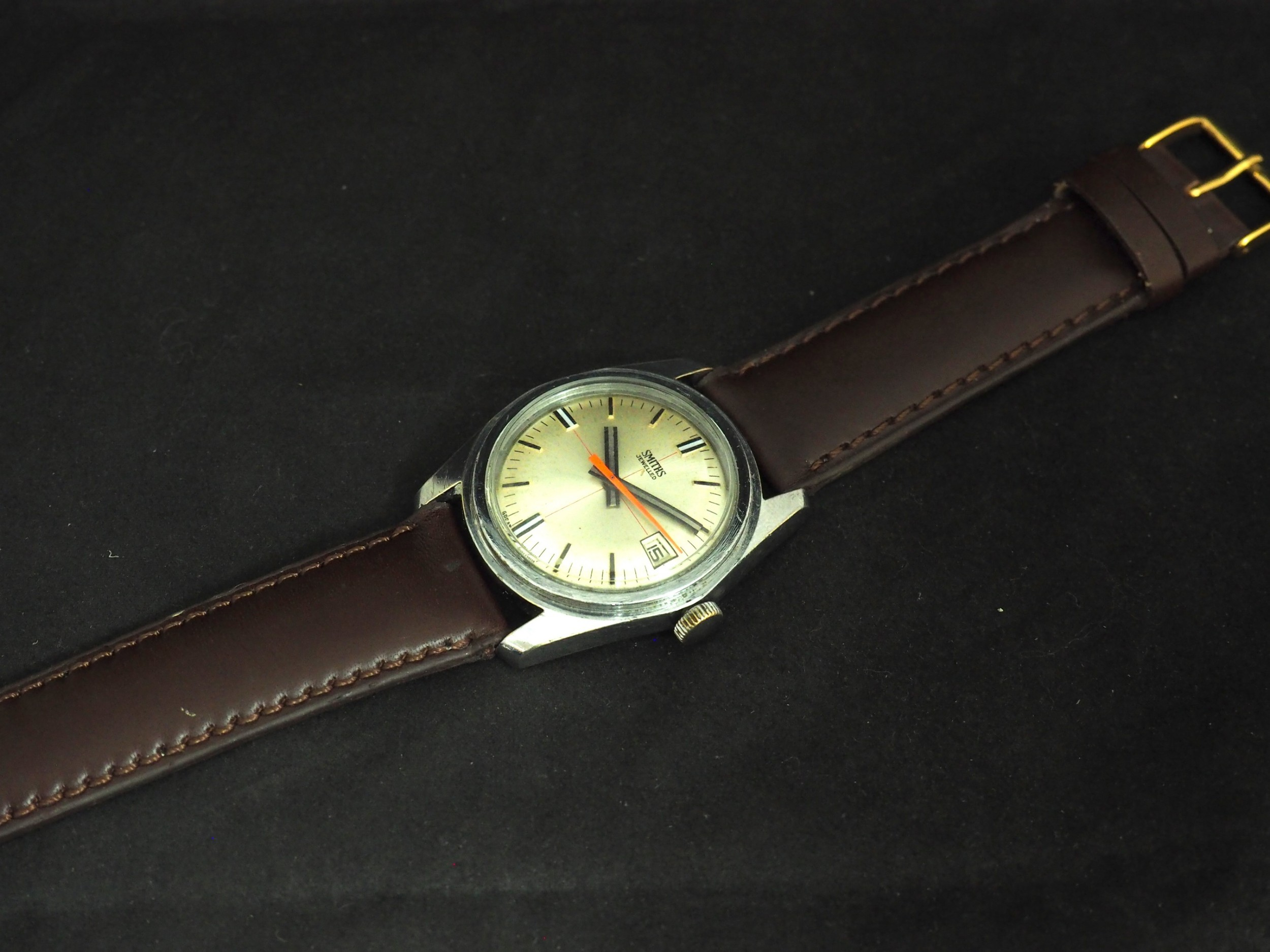 vintage gents manual wind wrist watch by smiths silver dish dial leather strap with date app