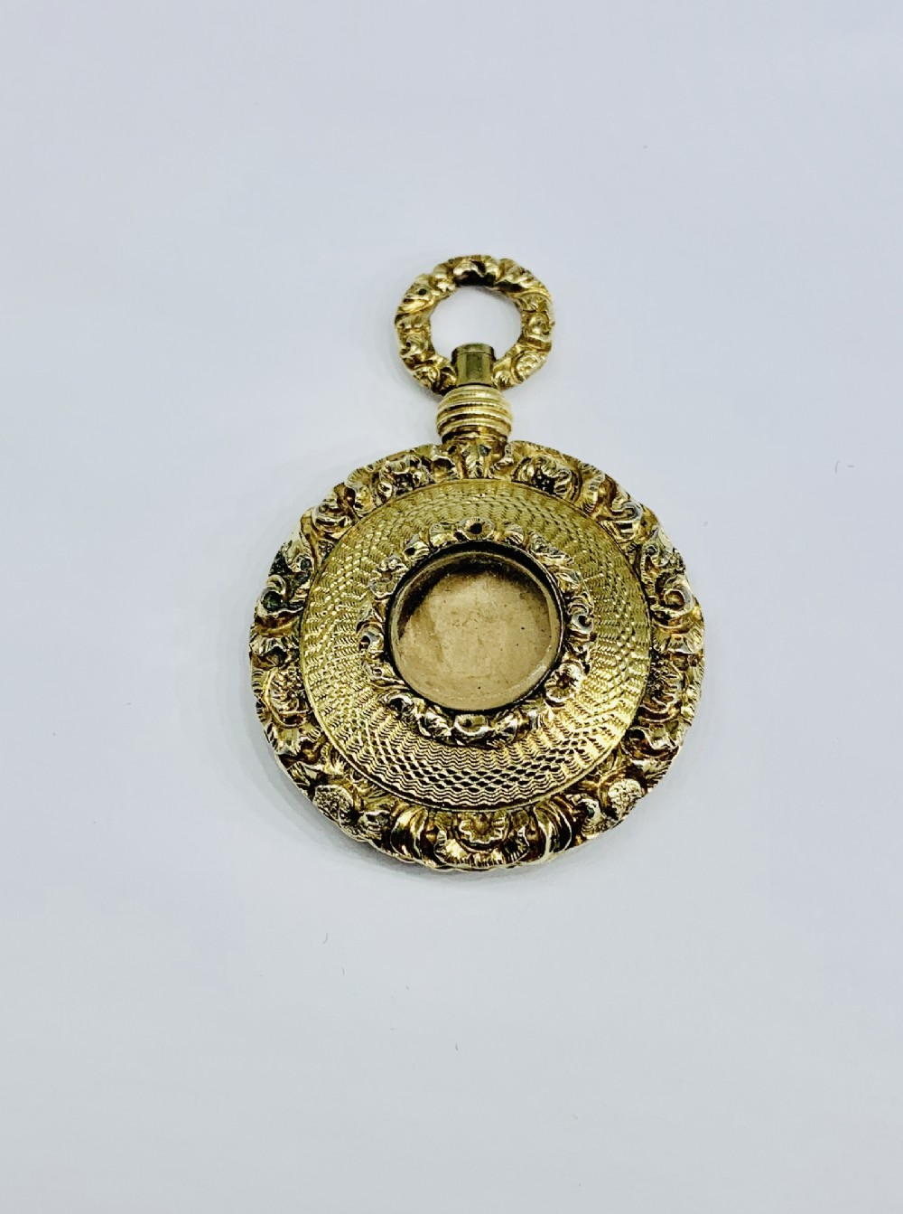 beautiful 9ct gold victorian closed locket pendant with photo glass front c1870