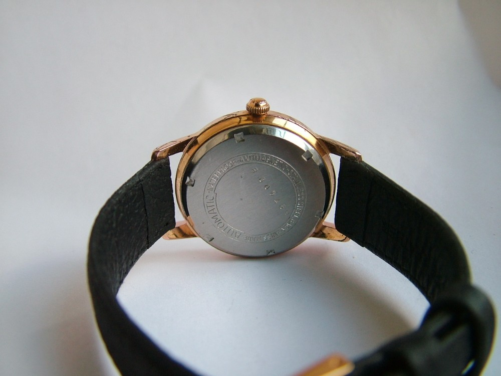 dealer_vintagewristwatch_highres_1418224