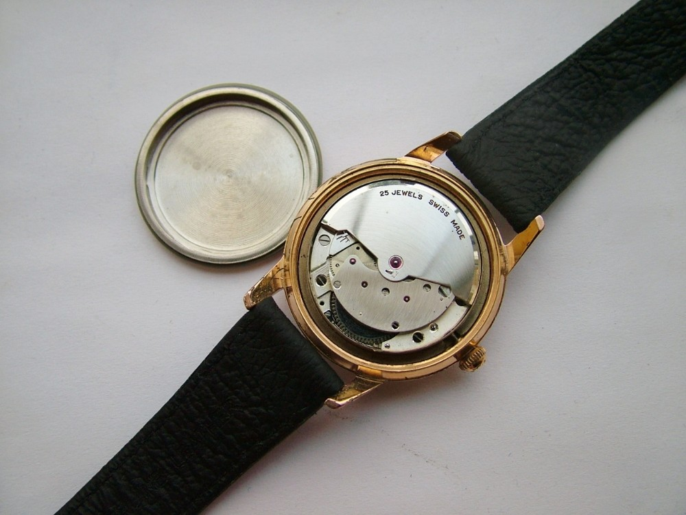 dealer_vintagewristwatch_highres_1418224