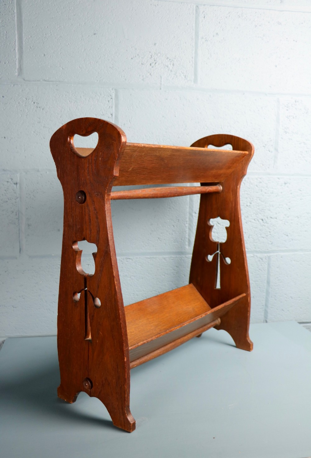 arts and crafts book stand