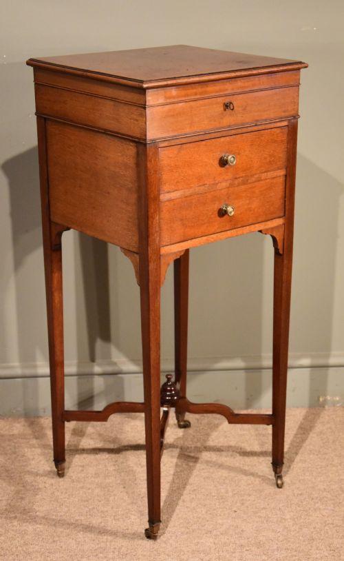 an elegant late 19th century mahogany dressing table