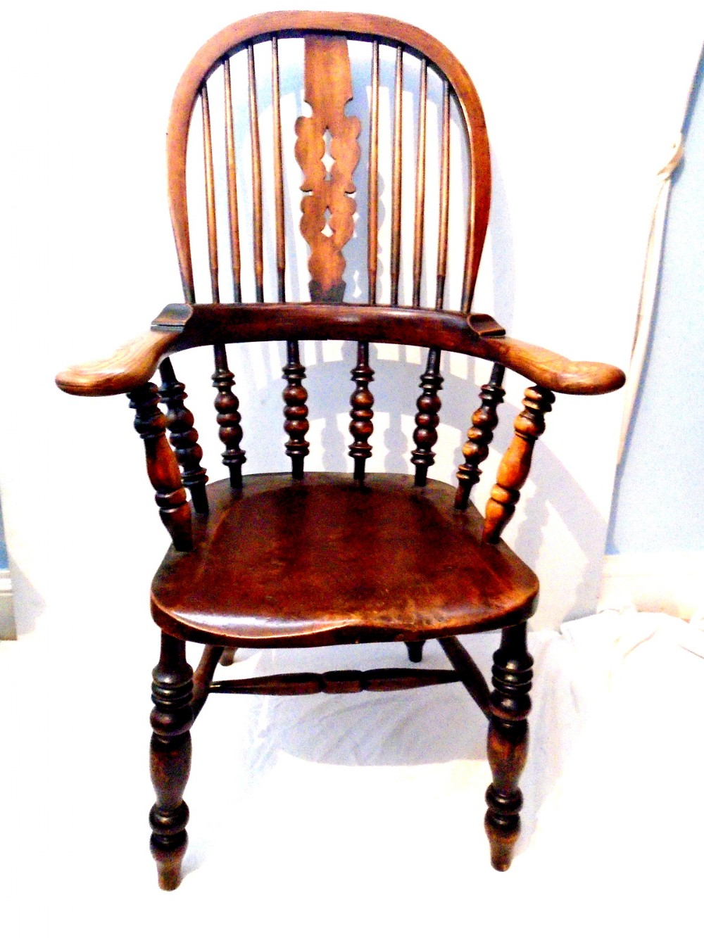 a very good quality north country ash and elm broad arm windsor chair
