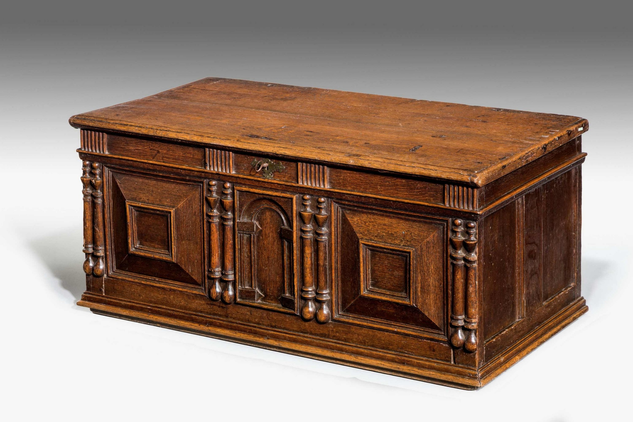 oak panelled early 18th century chest coffer