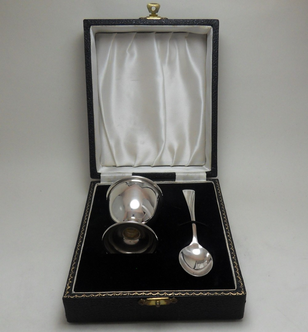 cased silver egg cup and spoon hallmarked birmingham 1957