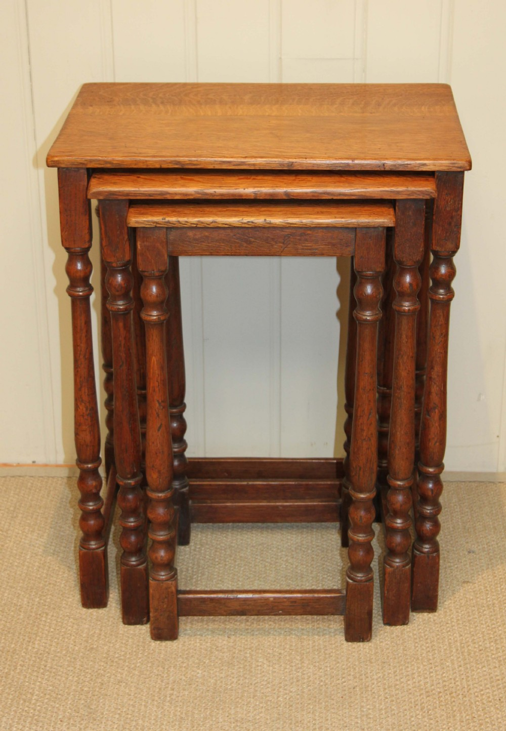 Solid oak nest of tables sellingantiques