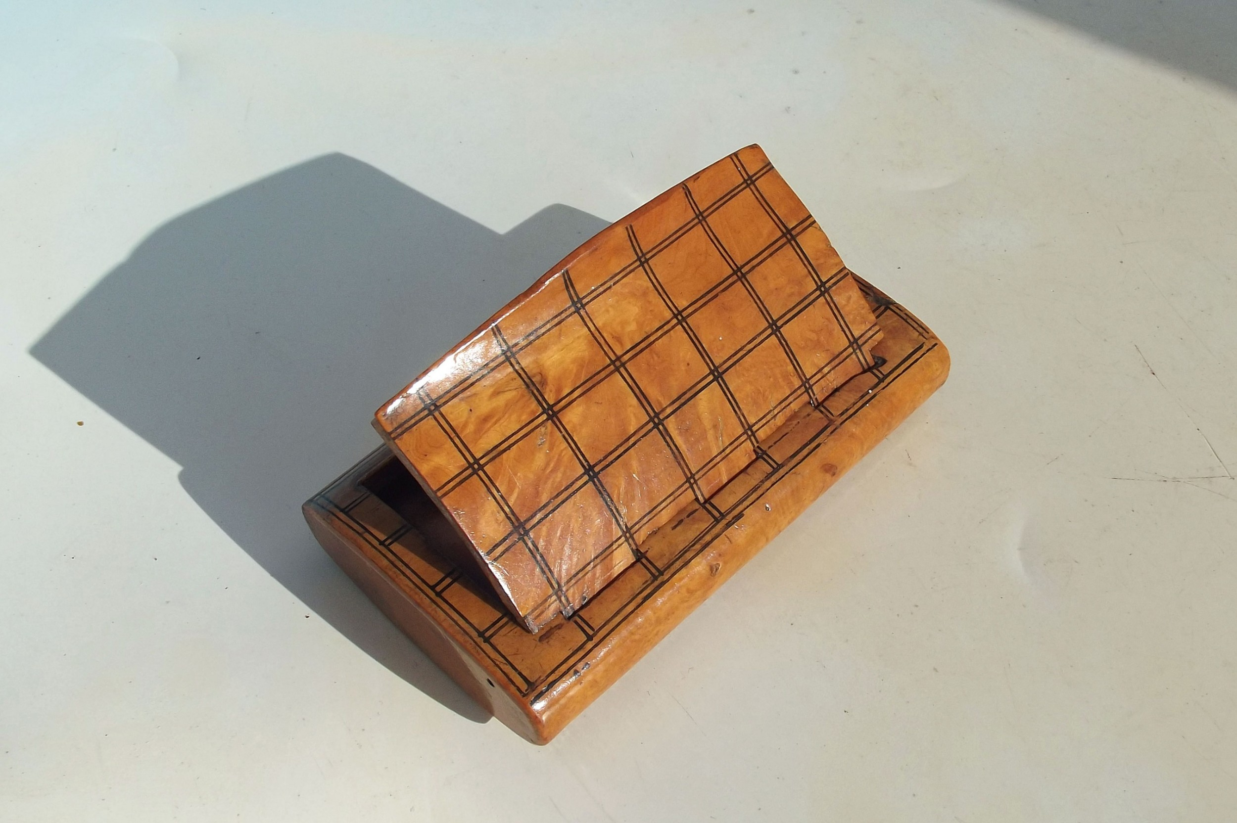 antique treen 19thc chequered pattern birch snuff box continental c184060