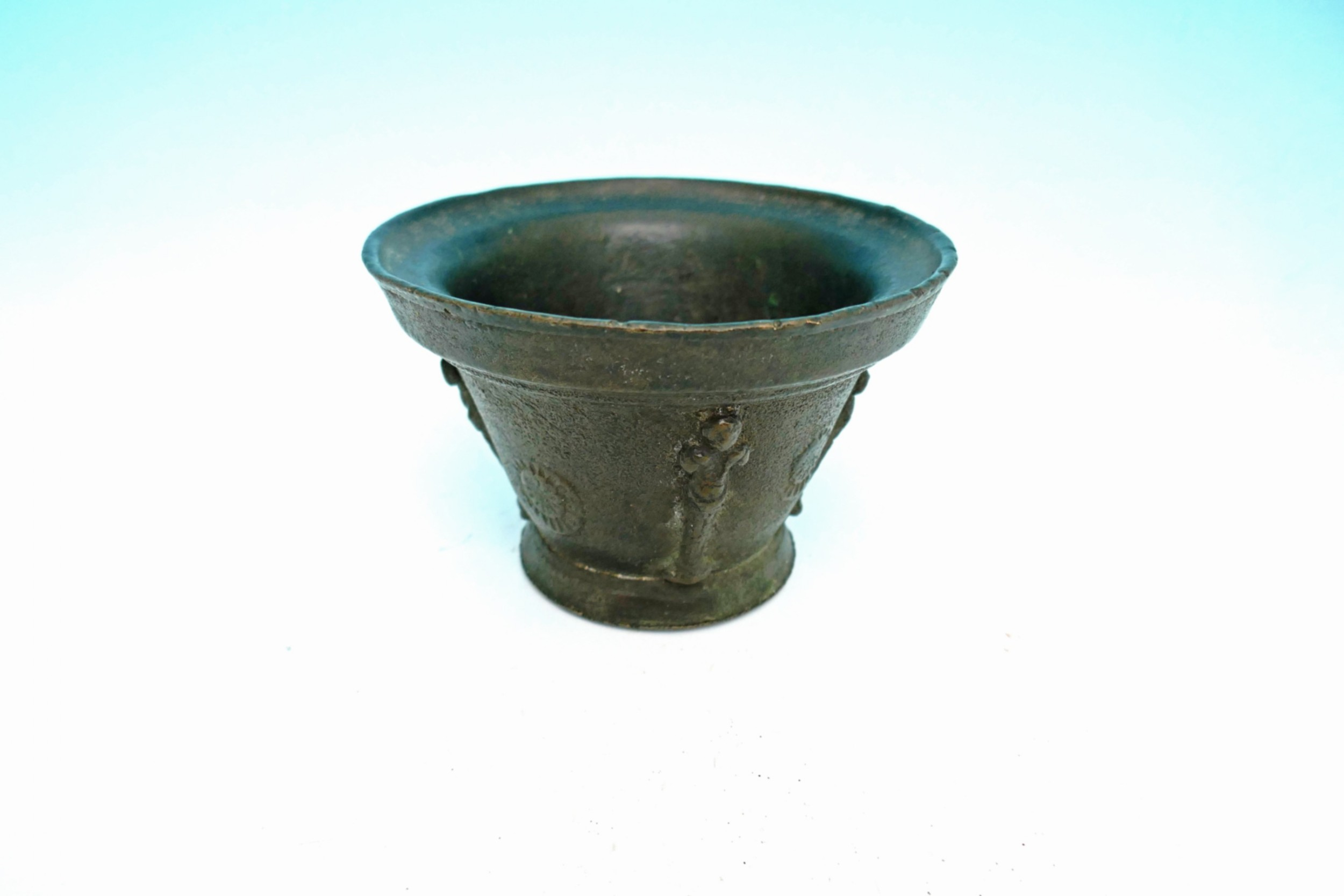antique metalware 17thc bronze small mortar french c 164060