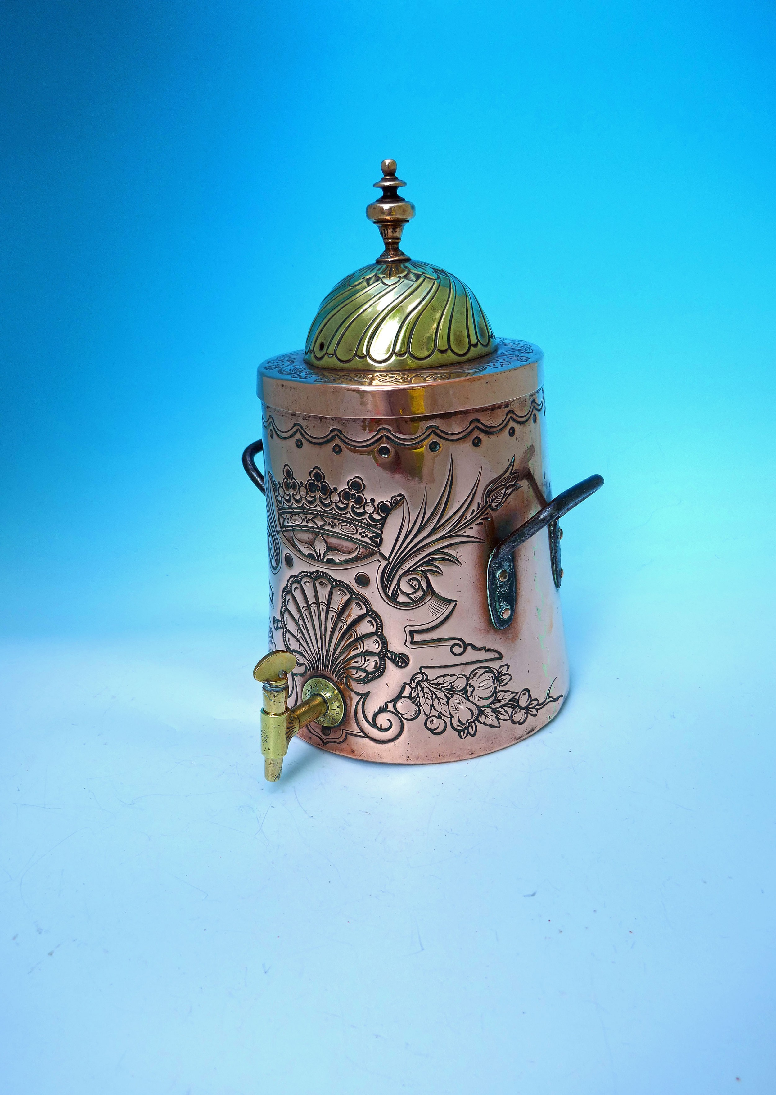 superb 18thc metalware copper brass repousse decorated water urn dutch c177090