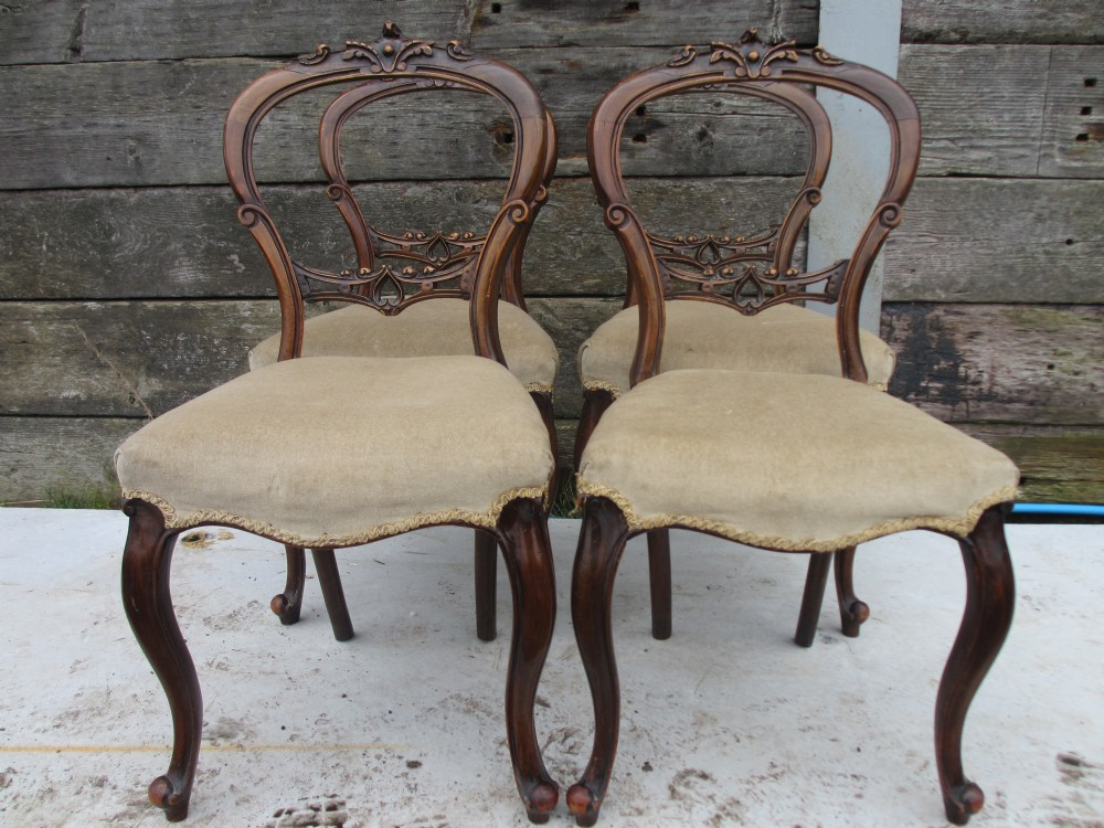 Amazing Set Of 4 Victorian Carved Walnut Balloon Back Dining Chairs