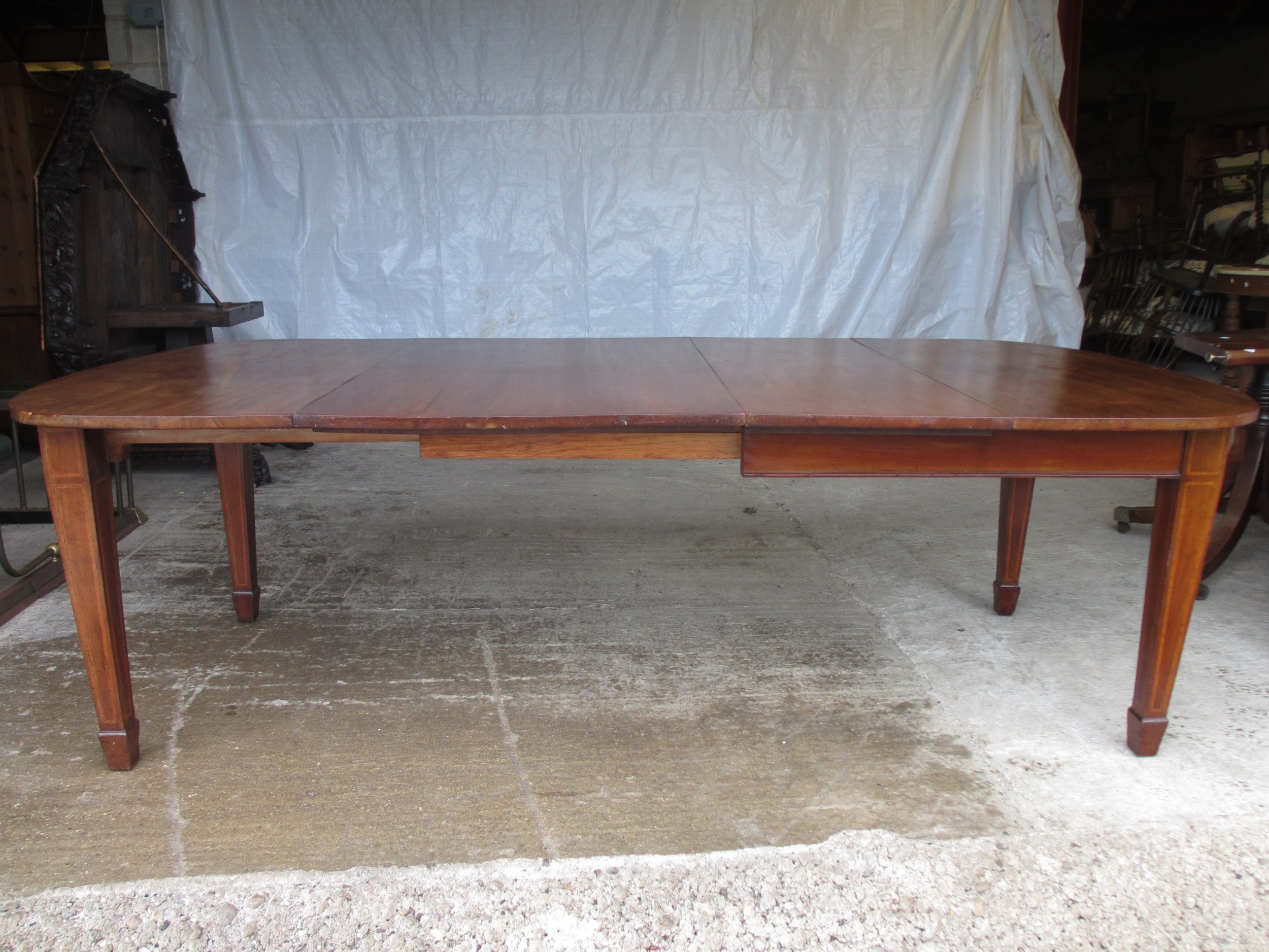 edwardian dend mahogany extending dining table 2 leaves and winding handle tapered legs and spade feet