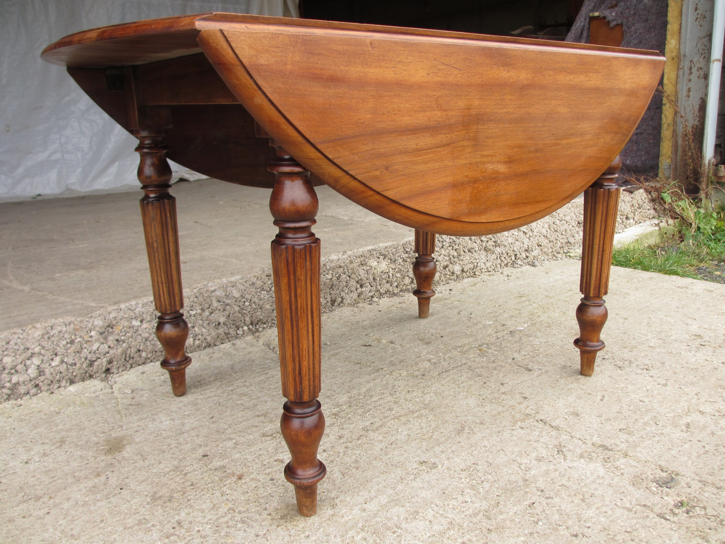 Victorian Mahogany Circular Top Drop Leaf Dining Table Turned Reeded  Supports