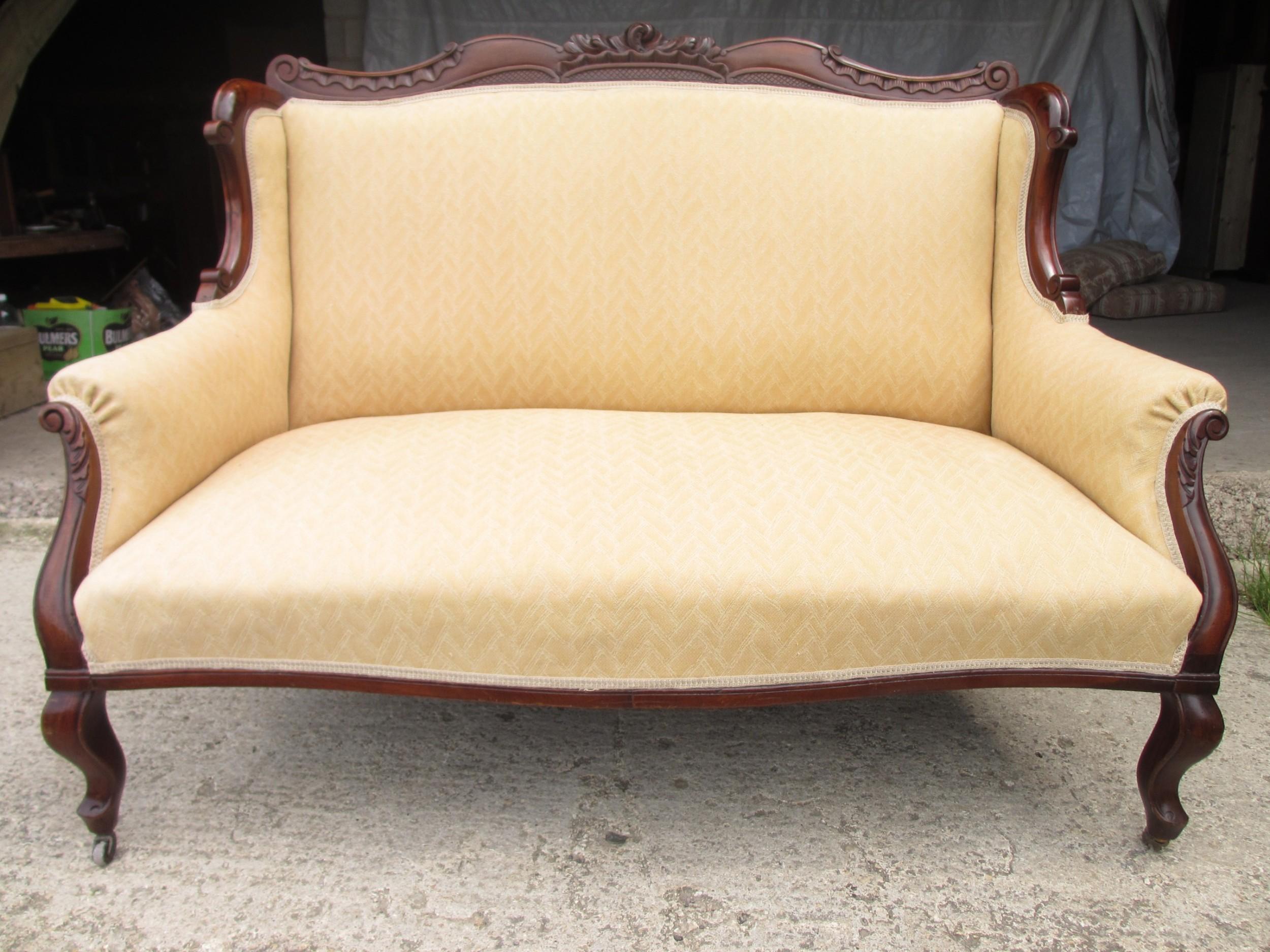 victorian mahogany framed sofa settee